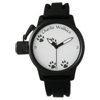 Hundeabdruck-Schablone Uhr