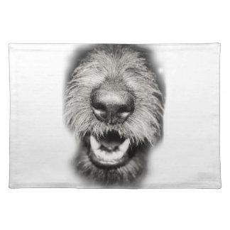 Hundegesichts-lustiges Lächeln Tisch Sets