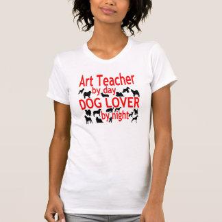 Hundeliebhaber-Kunstlehrer im Rot T-Shirt