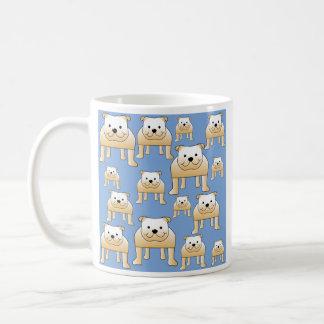 Hundemuster. Kitz-Bulldoggen auf Blau Kaffeetasse