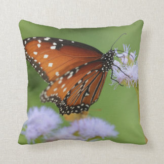 Hungriger Monarchfalter Kissen
