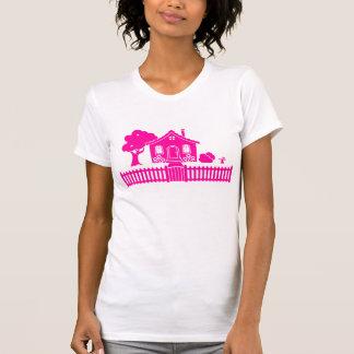 Hütte mit Pfosten-Zaun T-Shirt