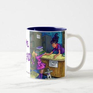 I Liebe, Buch-Karo-Tasse vorzulesen Zweifarbige Tasse