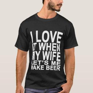 I LIEBE ES, WENN MEINE EHEFRAU MICH BIER TSHIRTS.p T-Shirt