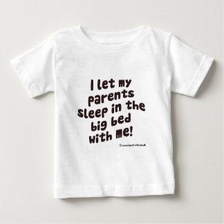 I ließen mich Eltern im Großen Bett mit mir Baby T-shirt