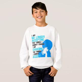 Ich ändere das Sweatshirt des Sache-Jungen
