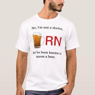 Ich bekannt, um ein Bier zu pflegen T-Shirt