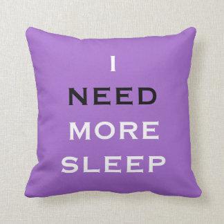 Ich benötige mehr Schlaf-lila Kissen