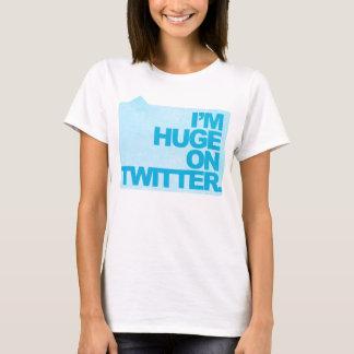 Ich bin auf Twitter - das T-Stück der Frauen enorm T-Shirt