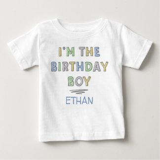 Ich bin der personalisierte Geburtstags-Junge - Baby T-shirt