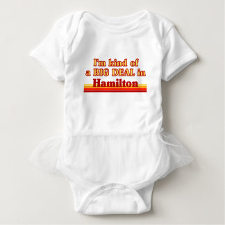 Ich bin ein bisschen eine große Sache in Hamilton Baby Strampler