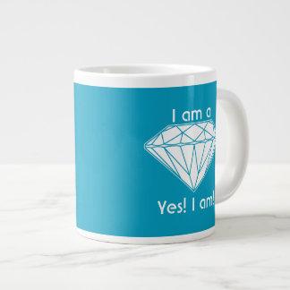 Ich bin ein Diamant, ja, das ich emporhebe Jumbo-Tasse