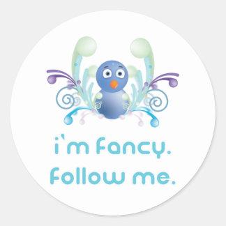 Ich bin extravagant. Follow-me. Twitter-Entwurf Runder Aufkleber