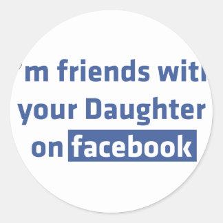 Ich bin Freunde mit Ihrer Tochter auf facebook Runder Aufkleber