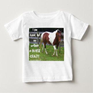 Ich bin gesund, aber meine Mutter ist das Baby T-shirt