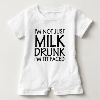 Ich bin nicht gerade die betrunkene Milch Baby Strampler