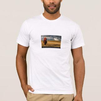 Ich bin von dem Pferd dort in das Gebirge näher T-Shirt