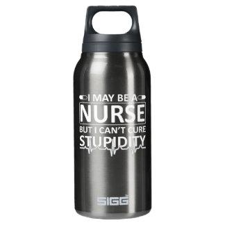Ich bin zwar Krankenschwester, aber ich kippe die Isolierte Flasche