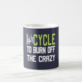 Ich fahre rad, um das verrückte aufzubrauchen kaffeetasse