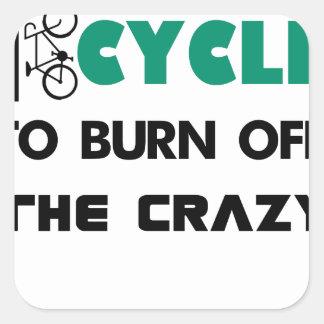 Ich fahre rad, um das verrückte, Fahrrad Quadratischer Aufkleber