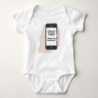 Ich gebe Ihnen das Telefon, wo bin mein Baby Strampler