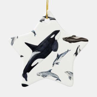 Ich gehe von den Delphinen umher Keramik Ornament