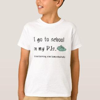 Ich gehe zur Schule in meinen PJs. T-Shirt