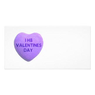 Ich hasse Valentinstag-lila Süßigkeits-Herz Fotokartenvorlage