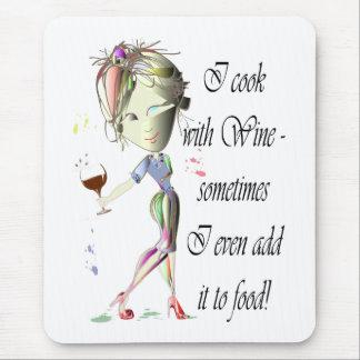 Ich koche mit Wein, manchmal ich hinzufüge ihn Mousepad
