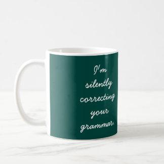 Ich korrigiere still Ihre Grammatik Kaffeetasse