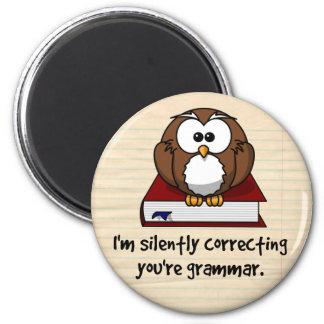 Ich korrigiere still Ihre Grammatik-kluge Eule Runder Magnet 5,1 Cm