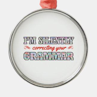 Ich korrigiere still Ihre Grammatik Rundes Silberfarbenes Ornament