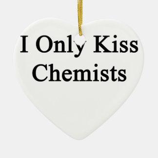 Ich küsse nur Chemiker Keramik Herz-Ornament