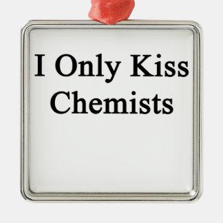 Ich küsse nur Chemiker Quadratisches Silberfarbenes Ornament