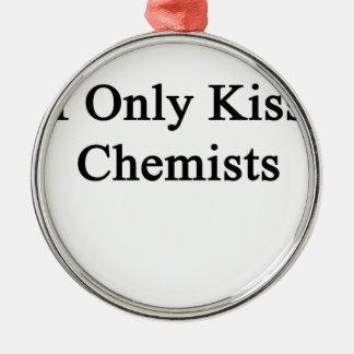 Ich küsse nur Chemiker Rundes Silberfarbenes Ornament