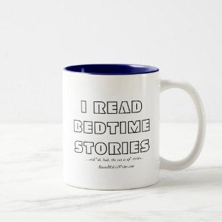 Ich las Bedtime-Geschichten (Tasse) Zweifarbige Tasse