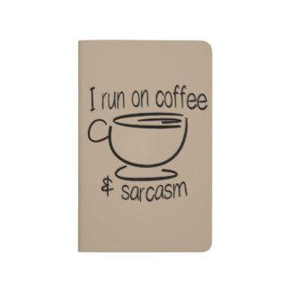 Ich laufe auf Kaffee und Sarkasmus Taschennotizbuch