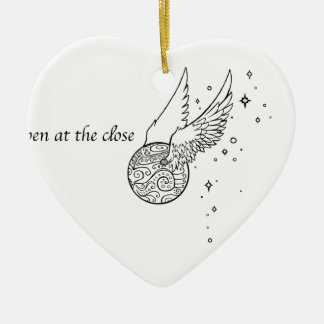 Ich öffne mich an dem nahen keramik Herz-Ornament