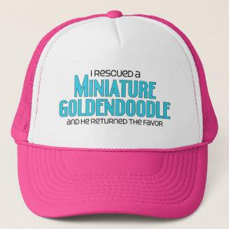 Ich rettete ein MiniaturGoldendoodle (männlichen Truckerkappe