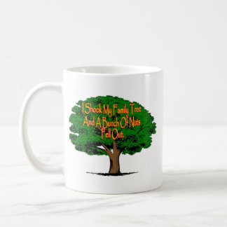 Ich rüttelte meinen Stammbaum und ein Bündel Nüsse Kaffeetasse