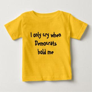 Ich schreie nur, wenn Demokraten mich halten: Baby T-shirt