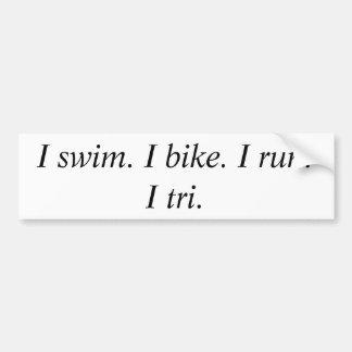 Ich schwimme. Ich fahre rad. Ich laufe.      I Tri Autoaufkleber