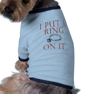 Ich setzte einen Ring auf ihn Bräutigam-Verlobung Haustier Tshirts