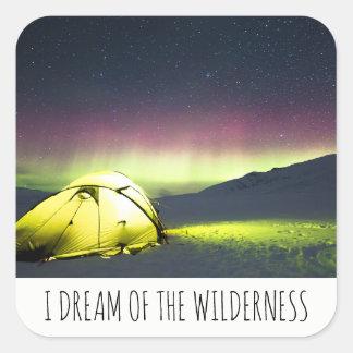 Ich träume von der Wildnis-Zelt-Aurora Borealis Quadratischer Aufkleber