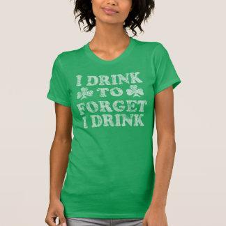 Ich trinke, um zu vergessen, dass ich lustigen St T-Shirt