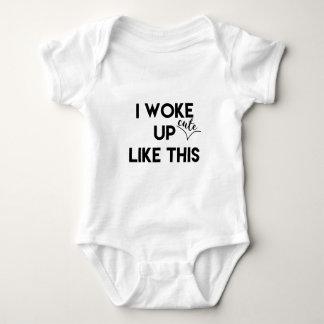 Ich wachte - niedlich - wie dieses | lustige Zitat Baby Strampler