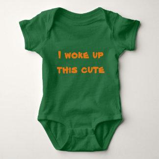 Ich wachte niedliche Babyausstattung auf Baby Strampler