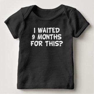 Ich wartete neun Monate auf dieses? Baby T-Shirt