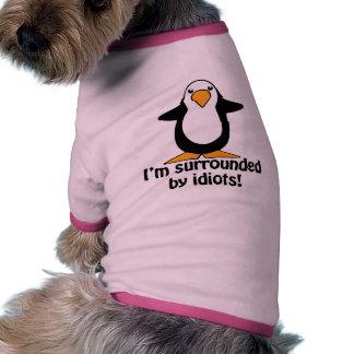 Ich werde von den Idioten umgeben! Lustiger Hund Tshirts
