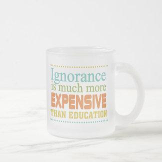 Ignoranz ist teurer als Bildung Matte Glastasse